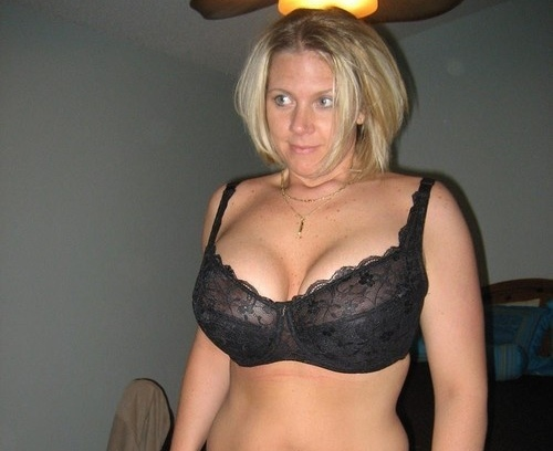 Belle cougar blonde